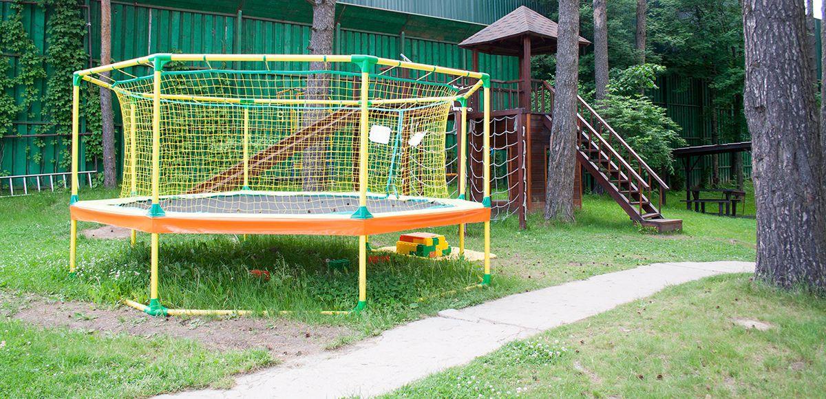Малая детская площадка, клуб Золотой сазан